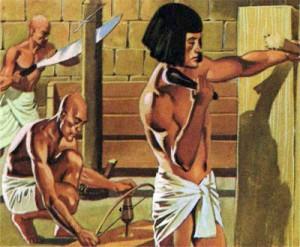 Египетские ремесленники пользовались различными, порой весьма совершенными с технической точки зрения инструментами.