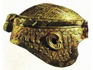 Шлем из чеканного золота, найденный в царской усыпальнице в Уре. Вероятно, этот шлем принадлежал одному из шумерских царей.