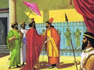 Персидские дворцы выглядели очень нарядно благодаря чудесным стенным панелям, сложенным из разноцветных плиток.