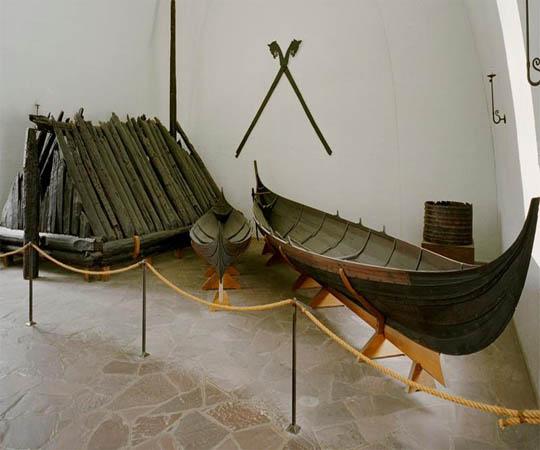 Небольшая лодка викингов в Музеи драккаров в Осло. Фотография с сайта visitnorway.com